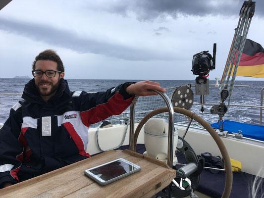 Ostseite von Korsika auf dem Weg nach Marcinaggio mit Wind und Welle kurz vor dem Regen