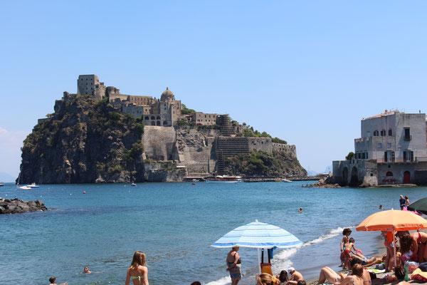 Insel Ischia mit Blick auf das Castello Aragonese