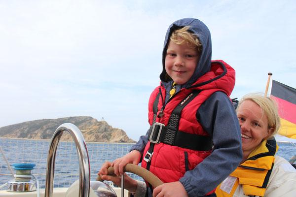 Jakob unser Steuermann auf der Fahrt nach Calvi