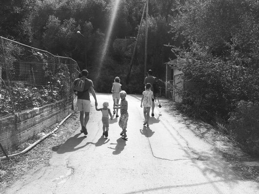 Familienspaziergang in Lakka-Paxos