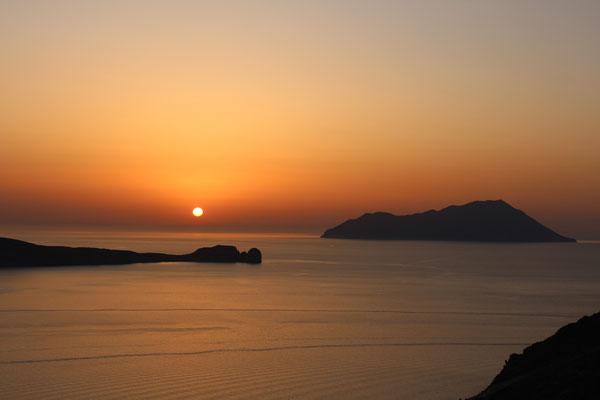 Blick nach Westen mit der Insel Antimilos