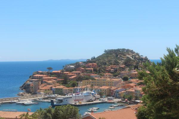 Der Hafen von Giglio