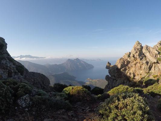 Blick in die Bucht von Girolata bei Oli Trailrun