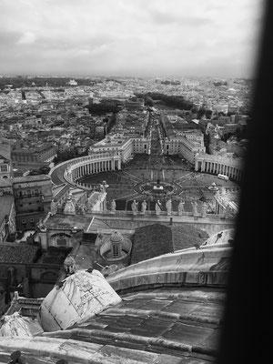 Blick von der Kuppel vom Petersdom