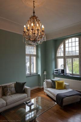 Der Farbton Celadon von Painting The Past Kreidefarben verleiht dem Wohnraum die perfekte Stimmung, besonders schön in der Abendsonne.