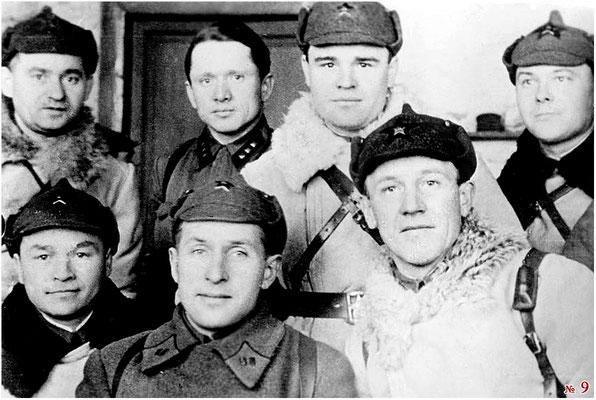Доильницын А.С./в центре/, справа Прокофьев В.П. Верхний ряд , справа налево- Лукин С.Г. (?),инструктор ПО, Лушников А.М.