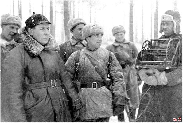 Штыков Т.Ф./второй слева/, Доильницын А.С.