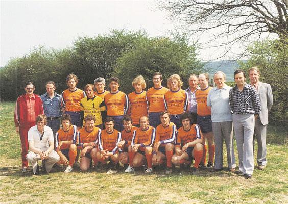 Ramon Bayo-Vega (unten 6., v. l.) mobilisierte Ende der 80er Jahre einige seine Landsleute aus der Umgebung, um für den FC Herbestha zu spielen.
