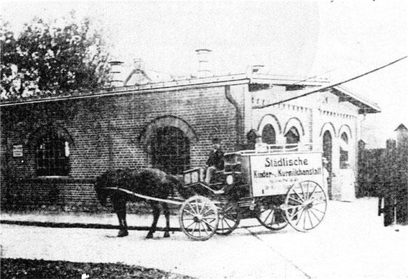 Im Schlachthof befand sich das Gebäude der Städtischen Kinder-Kurmilchanstalt. Die hier zum Verkauf gelangte Kuhmilch wurde auf strengste kontrolliert.