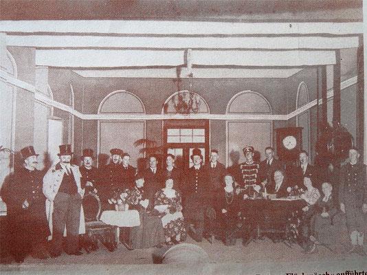 """Mit großem Erfolg führte die Theatergruppe des Gesellenvereins 1930 die Komödie """"Barong Flöckmösch"""" auf."""