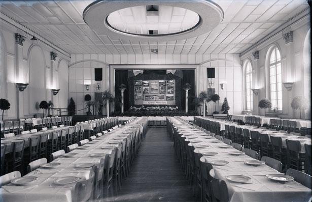 Im Saal des Hotels Koch an der Paveestraße fanden um 1930 zahlreiche kulturelle Veranstaltungen statt.