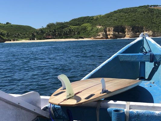Lombok - with the small boat to the surfspot