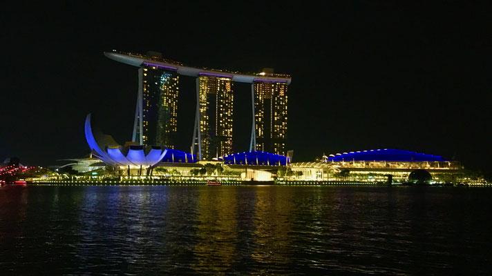 Nighttime skyline Singapore