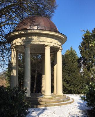 Monopteros und Tempelgarten im Schlosspark Eutin