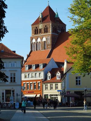 St. Marien. Die gotische Backsteinkirche aus dem Jahr 1280 gehört zu den größten Hallenkirchen Norddeutschlands.
