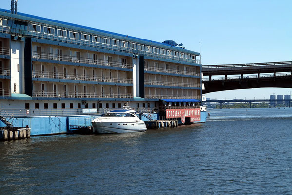 Bakkara Hotel am Dnipro (Flussseite)