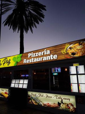 Calle Acevino mit unserem Stammlokal Pizzeria Restaurante La Paz