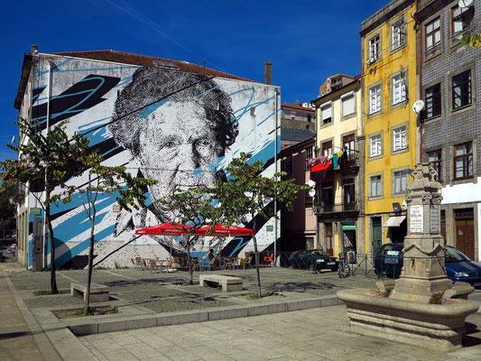 Fassadenmalerei in der Altstadt Ribeira, Museu Interativo an der Rua Nova da Alfandega