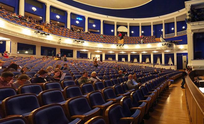 Stanislawski-Musiktheater, Theaterraum (Panoramaaufnahme)
