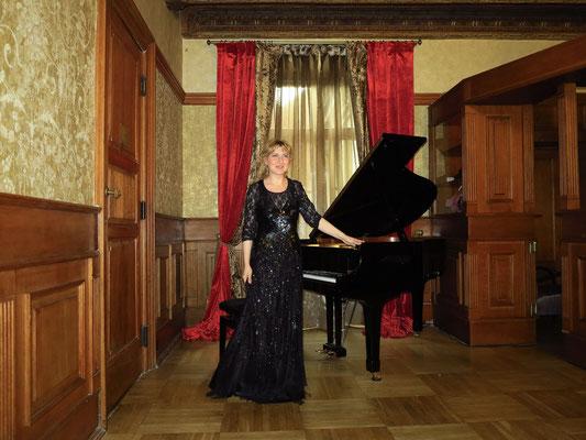 Restauracja Wierzynek, Renaissance-Saal im Obergeschoss. Chopin-Klavierkonzert mit Katarzyna Vernet