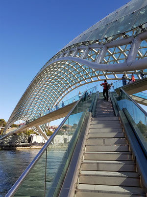 Fußgängeraufgang zur Friedensbrücke