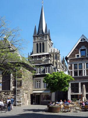 Blick vom Fischmarkt auf den Aachener Dom