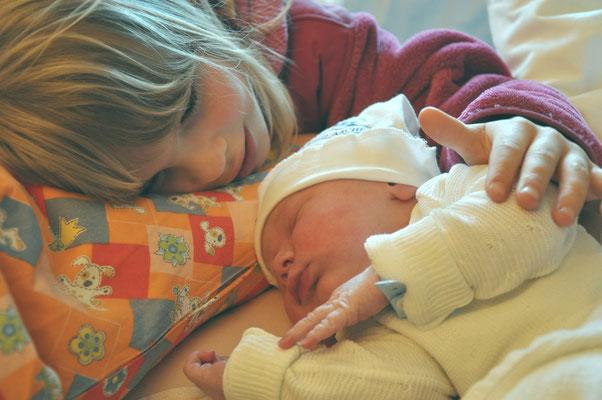 Alexander, 07.05.2010, 3 Stunden alt, mit Ricarda