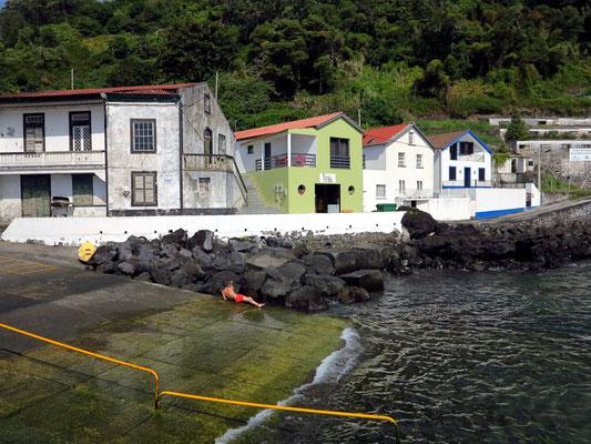 Hafen von Calheta