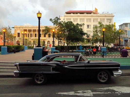 Santiago de Cuba, Parque Céspedes am Abend