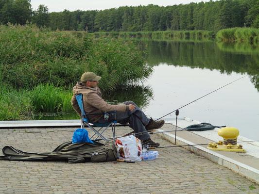 Angler an der Peene
