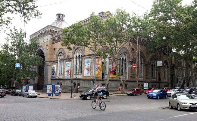 Philharmonie mit monumentaler Renaissance-Fassade
