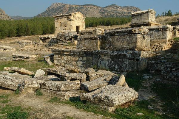Nordnekropole mit Sarkophagen und Totenhäusern