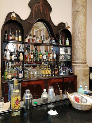Hotel Raquel, an der Bar