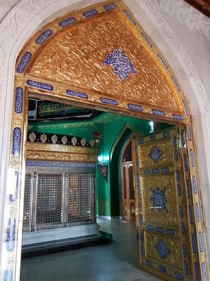 Eingang zu den Gräbern in der Moschee