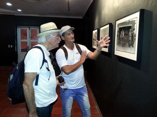 Bernd und Silvio diskutieren die Fotos