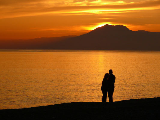 Am Strand von Belek gegen 18:30 Uhr mit Blick auf die Küste bei Kemer