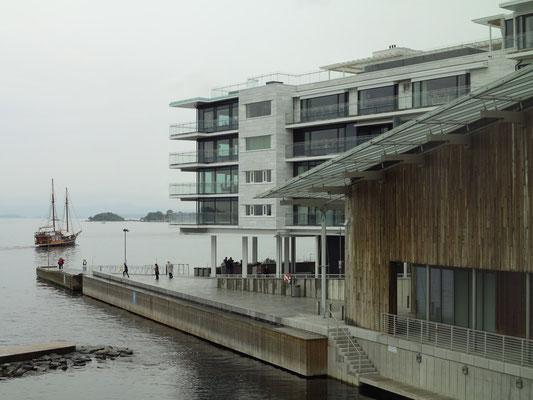 Aker Brygge. Wohngebäude an der Landspitze