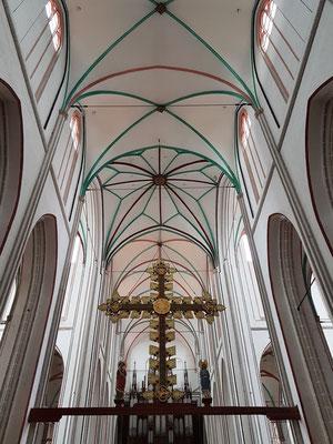 Triumphkreuz im Mittelschiff