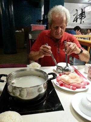 Mit Rochus (Rocky) Lessiak im Restaurant Xiao Weih Yang Hotpot in Deira