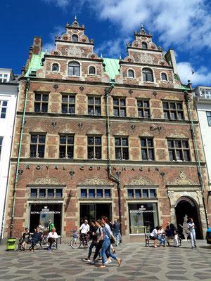 Porzellangeschäft Royal Copenhagen Flagship Store, Amagertorv 6 (https://www.royalcopenhagen.com/home)
