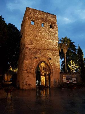Villa Rufolo. Der Torturm am Eingang (La Torre d'Ingresso) hatte immer nur eine dekorative Aufgabe.