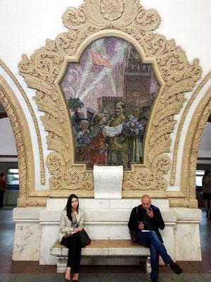 Kievskaja. Ausgestaltung der Station mit den russisch-ukrainischen Beziehungen als Schwerpunktthema