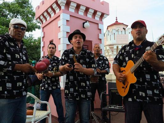 Musikgruppe auf der Dachterrasse des Palacio de Valle