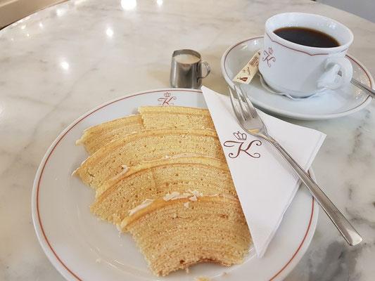 Hauseigene Spezialität: Baumkuchen mit Vanillefondant