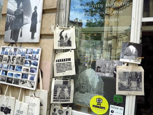 Fotogalerie (mit alten Fotografien von Krakau) im Nachbarhaus der Kubanischen Bar (Ul. Miodowa 2)