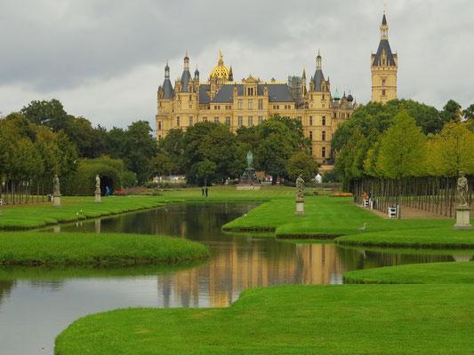 Schlossgarten mit Schloss