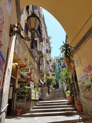 Treppengasse bei der Via Chiaia 152