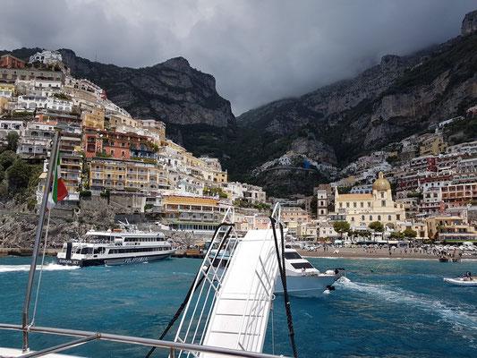 Abfahrt mit dem Schnellschiff von Travelmar von Positano nach Amalfi