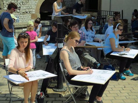 Zeichenklasse auf dem Hauptmarkt