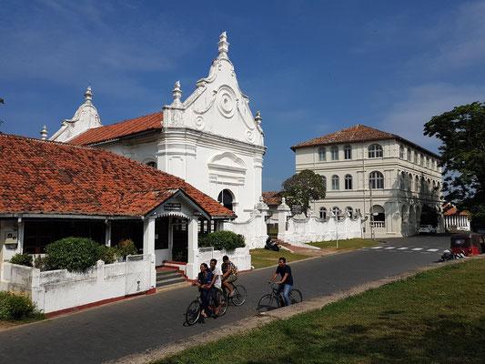 Öffentliche Bücherei, Niederländisch Reformierte Kirche und Amangalla Hotel im Kolonialstil